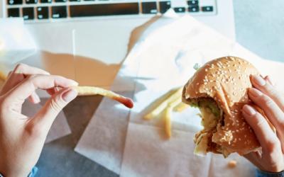 Gotowy posiłek to najczęściej fast food